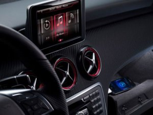 Mercedes-Benz Integrates Apple's Siri