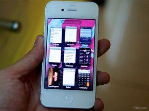 Apple Battles Nokia for World Smartphone Domination