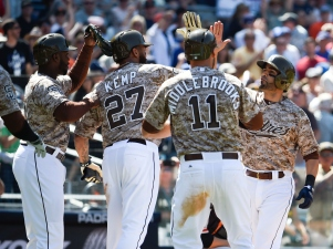 Grand Slam Off Jake Peavy Sinks Giants in 6-4 Loss to Padres