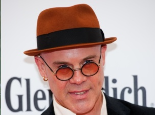 Thomas Dolby Performs Sound and Vision