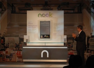 Barnes & Noble Trumps Lighter e-Readers