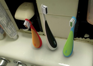 Stand-Up Toothbrush: What Took So Long to Invent This?
