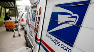 Postal Worker Steals Credit Cards, Buys Fast Food and Liquor: DA