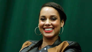 Alicia Keys Opens Pre-Super Bowl Show With Words About Mario Woods