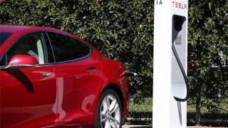 Tesla, China Unicom Plan 400 Electric Car Charging Stations