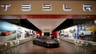 Report: Tesla Building I-80 Supercharger Station