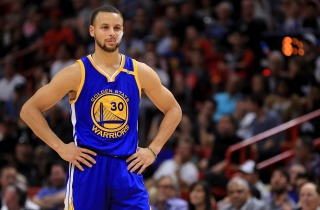 Curry Issues Response to Under Armour CEO, Takes Shot at Donald Trump