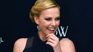 "Charlize Theron Stuns at ""Snow White & the Huntsman"" Premiere"