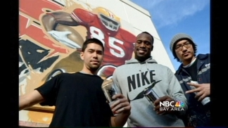 49er Vernon Davis Honored in SF Mission District