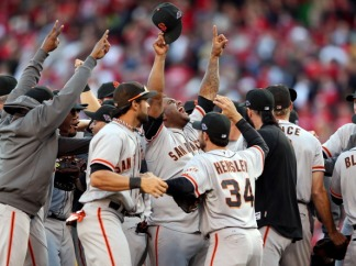Giants Clinch NLDS in Photos