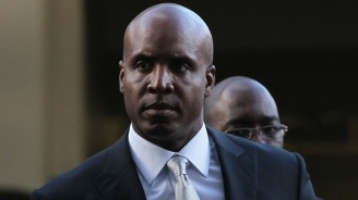 Former Assistant Says She Saw Bonds Inject Steroids
