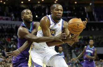 Durant's Triple-Double Powers Warriors Past Hornets