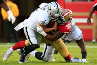 Raiders' Carr Rarely Has Time to Pass This Season