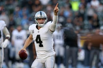 Raiders' Carr Sees Rams Defense as Elite-Level Unit
