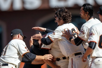 Gillaspie's RBI Single in Ninth Lifts Giants Over Phillies