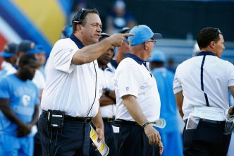 Pagano Says He Gives Raiders 'Another Set of Eyes'