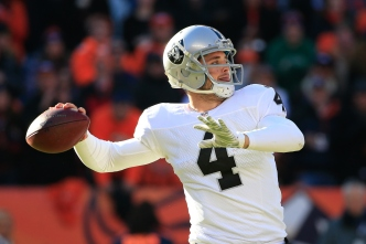 Raiders' Carr Says He Owes Much to Olson