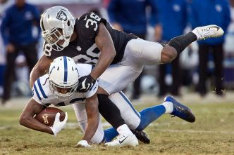 Raiders' Carrie Making Strong Bid to Start at Cornerback