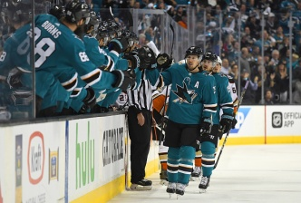 Sharks Trounce Ducks 8-1 in Game 3 of First-Round Playoff