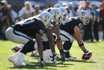 Keeping Wisniewski Among Raiders' Free-Agent Priorities
