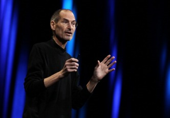 Steve Jobs Defends iPhone Against Reviews