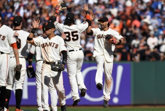 Fans Delighted by Giant Performances From San Francisco
