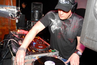 DJ Icey Heats Up White Party