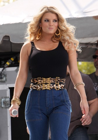 Jessica Simpson Shows Off New Beefy Bod