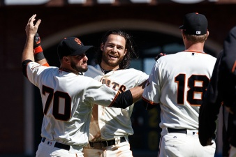 Giants Sweep Padres on Crawford's Walk-Off in 10th