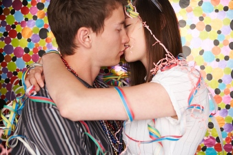 The 100-Second Kissing Contest