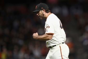 Bumgarner, Hernandez Deliver Giants to Fourth Straight Win