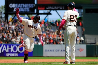 Two Late Rallies Lift Giants Over Reds, Avoid Sweep at Home