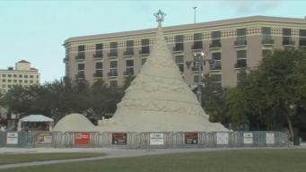 600-Ton 'Sandtastic' Florida Christmas Tree