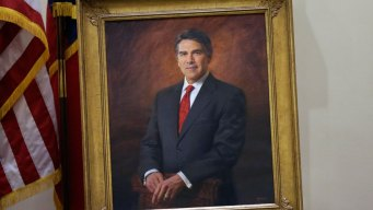 Rick Perry Ditches Glasses for Portrait, Defends Trump