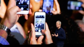 Apple May Test the Bounds of iPhone Love With a $1,000 Model