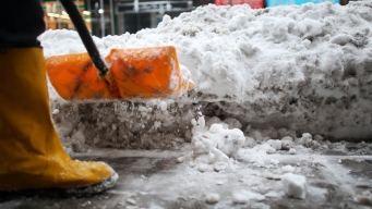 Shoveling Snow Can Be Deadly for Men: Study