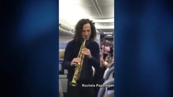 Kenny G Performs on Plane