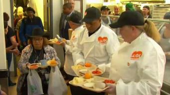 Volunteers at GLIDE Prepare For Annual Thanksgiving Feast