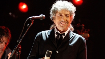 Bob Dylan Archives Open in Oklahoma; Public Center Planned