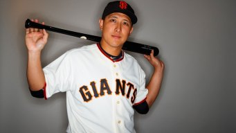 Giants Rookie Hwang Goes Opposite Field for First Spring Homer