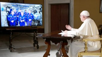 Pope Calls Space, Takes Small Step for Vatican-Russian Ties<br />
