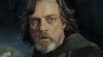 'Star Wars' Fans Swarm to Theaters For 'Last Jedi'