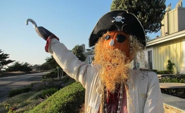 Autumn Outlandishness: The Scarecrows of Cambria