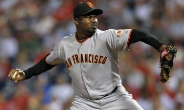 Giants Re-Sign Mota
