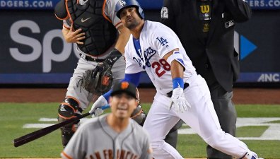 Dodgers Hammer Giants Pitching for 13 Runs to Even Series