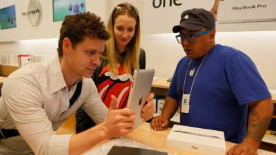 Apple Store Employees Sue for Bag Searches