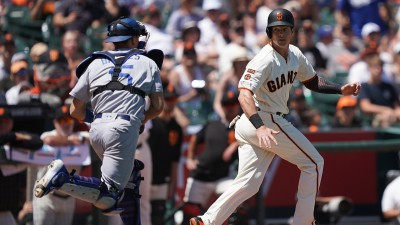 Buehler, Muncy Lead Dodgers to 1-0 Shutout of Giants