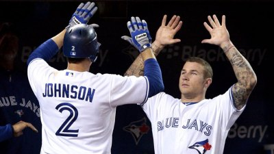 Bochy: Giants Want Pair of Bats