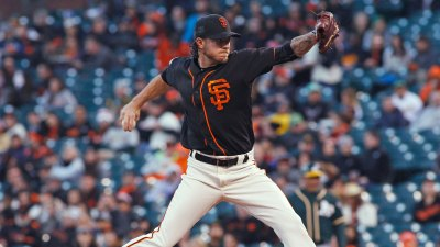 Peavy, Posey Lead Way for Giants in Win Over A's