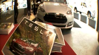 Tesla Poaches 150 Employees From Apple